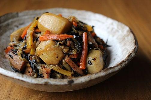 ひじきと根菜の煮物01