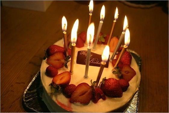 手作りの誕生日ケーキ