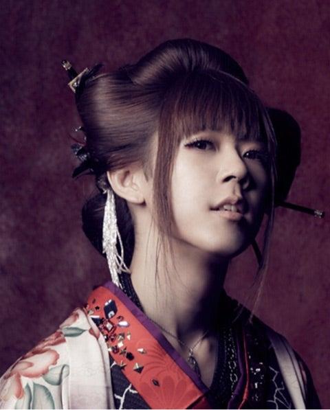 カッコいい髪型の和楽器バンドの亜紗