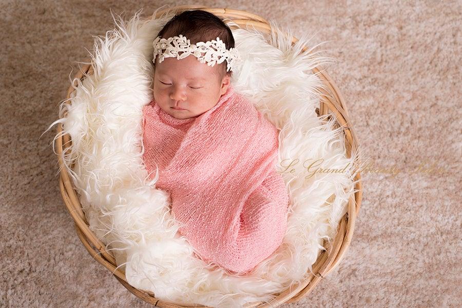 先日ご紹介させて頂いたマタニティフォト赤ちゃん様のニューボーンフォト撮らせて頂きました!