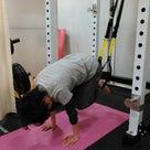 週に1回のトレーニングでも腹筋の綺麗なラインを作ったアラフォー女性秘密はTRXと地味トレです。の記事より