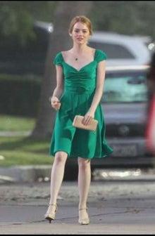 最も印象に残っているのがこちらの深緑色のドレス!