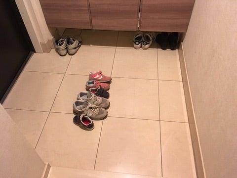 斬新な靴の並べ方