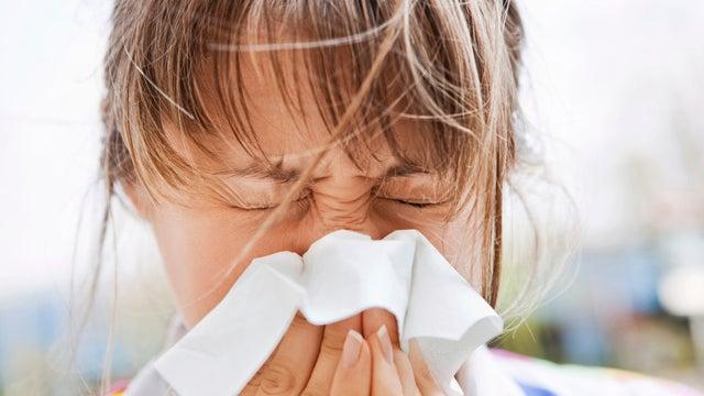花粉症で鼻水が止まらない人
