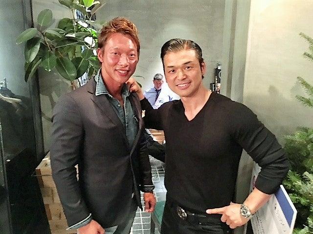 LAのカリスマパーソナルトレーナー・マイク宮本メンズフィジーク日本男子大活躍