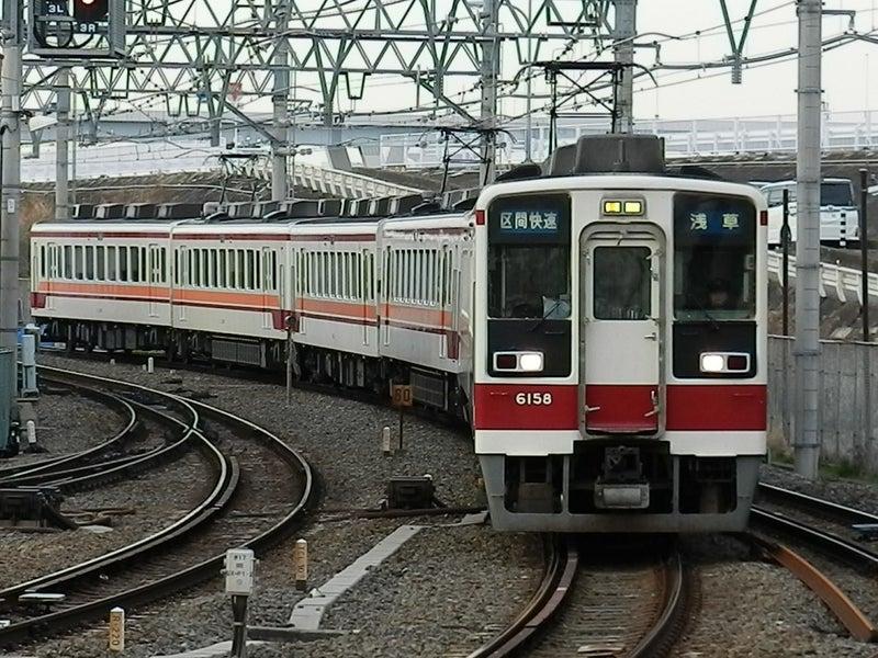 6158F+**F+61103Fでした。 浅草駅18時前到着する区間快速も撮ってみたいと思ったのでずっと撮りまくりました。  そのなかでやっと撮れたのは・・・。