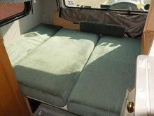 キャンピングカー ロードトレック170 ベッド