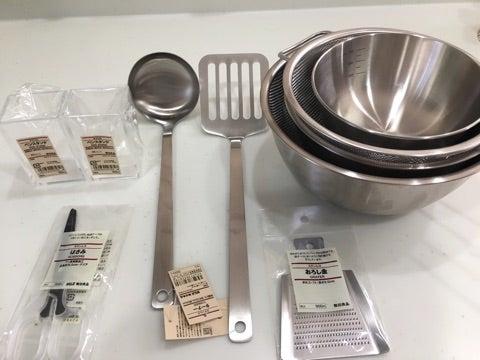 """このアイテムと出会うまではまず""""お玉おき""""などというものが存在することすら知らず、調理中いつもお玉 を置く場所に困り小さめのお皿を出してはそこに置いていました。"""