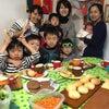 春休み恒例!親子&キッズパン教室で手作りハンバーガーとチーズステックパン作り!の画像