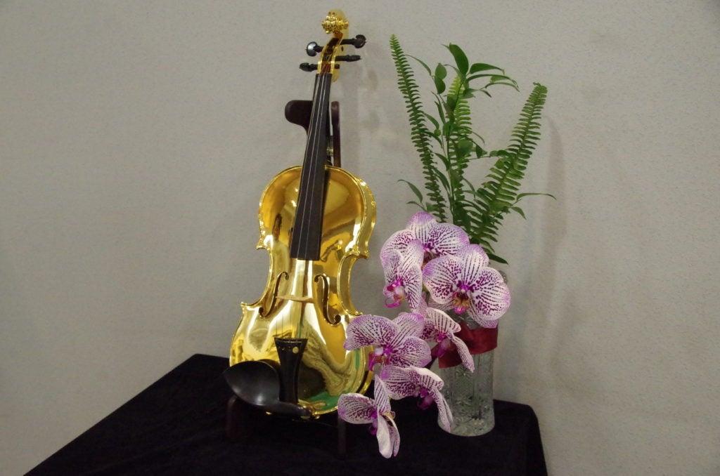 純金バイオリン