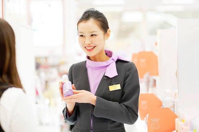 素肌の本質を開花させる美容の手引き美容部員から知る。美容部員は毛穴悩みが殆どない。