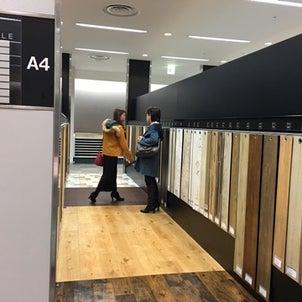 さぁそろそろデザインの決定です!4月15日の完成に向けて壁紙や床の材料選びます。の画像