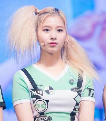 サナ 髪型