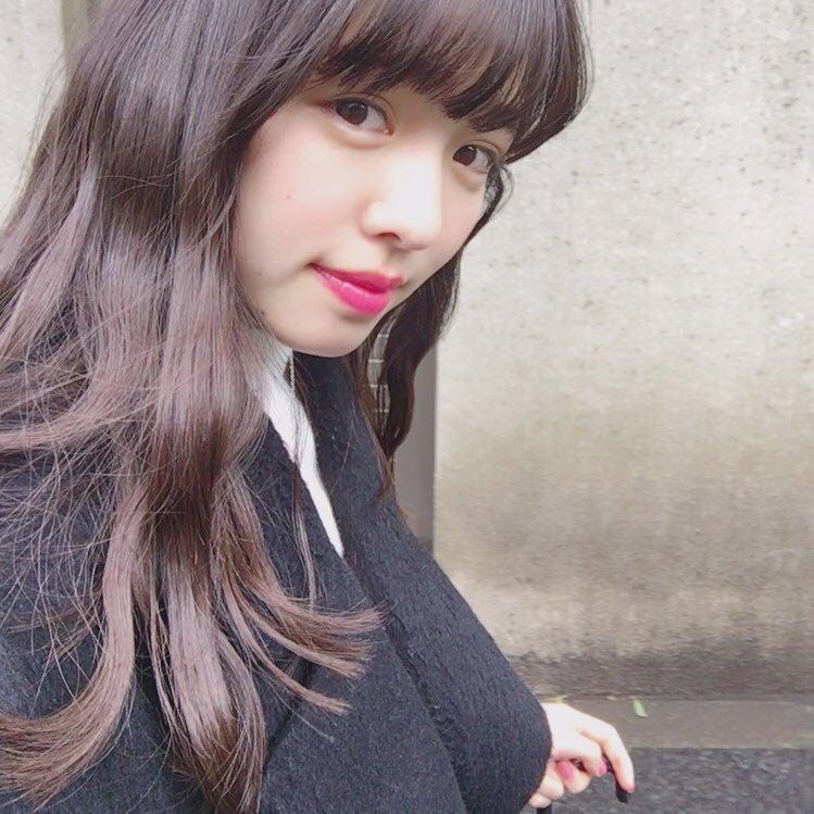 横田真悠の自撮り画像