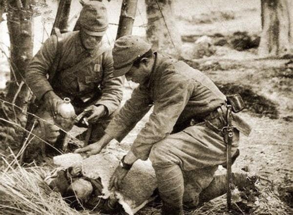 戦車のブログ軍隊の怪談 4 衛生兵の着た軍服