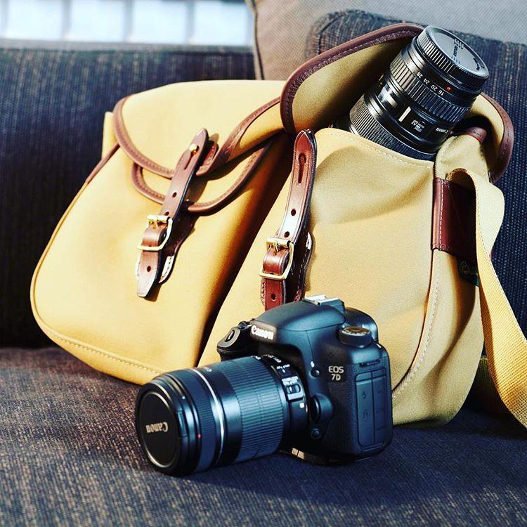 ブレディアリエルトラウトカメラバッグカーキ