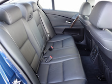 BMW 530i ハイラインパッケージ 二列目