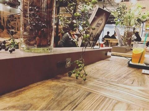 名古屋駅 充電コンセントのあるカフェ プロントめちゃ広々ー