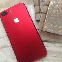 赤いiPhone。