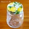 レモン柄のおしゃれな瓶と桜咲くイースターエッグの画像