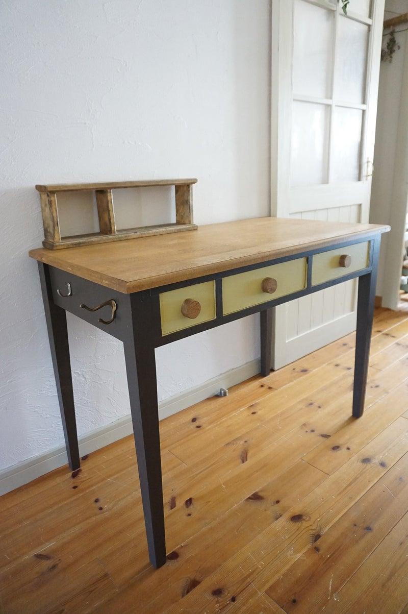 大阪住之江こどもの可愛いおしゃれなキッズ用北欧色と無垢の木の机つくえ