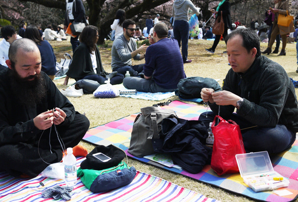 knit in public man who knit the knit guys
