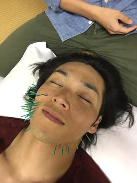 速報】白川裕二郎から緑色のヒゲ...