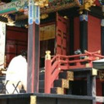 三峯神社本殿の扉が開…