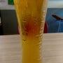 満杯な泡なしビールが…