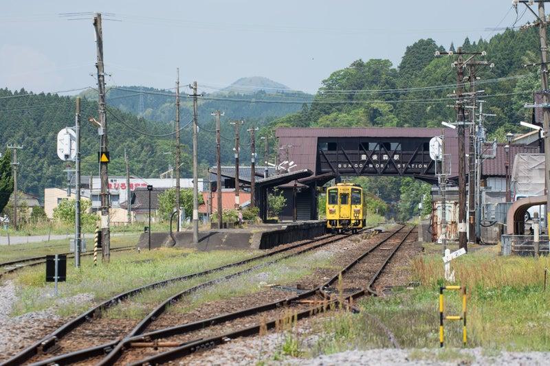 列車交換(豊後森駅)1848D-7001...