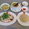 田町の威南記海南鶏飯でスチームチキンライスとスモールカリーの画像