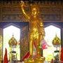 タイ仏誕節の仏像三態
