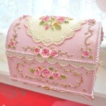 プリンセス気分♪可愛さ溢れるアンティークボックスは宝箱のよう♪アクセサリーボックの記事に添付されている画像