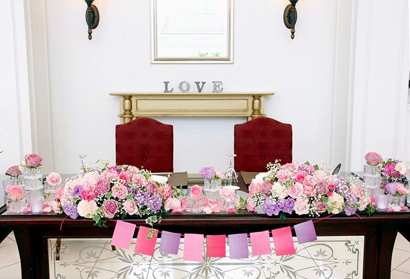 結婚式の会場装花~ピンクと紫のラブリーウェディング