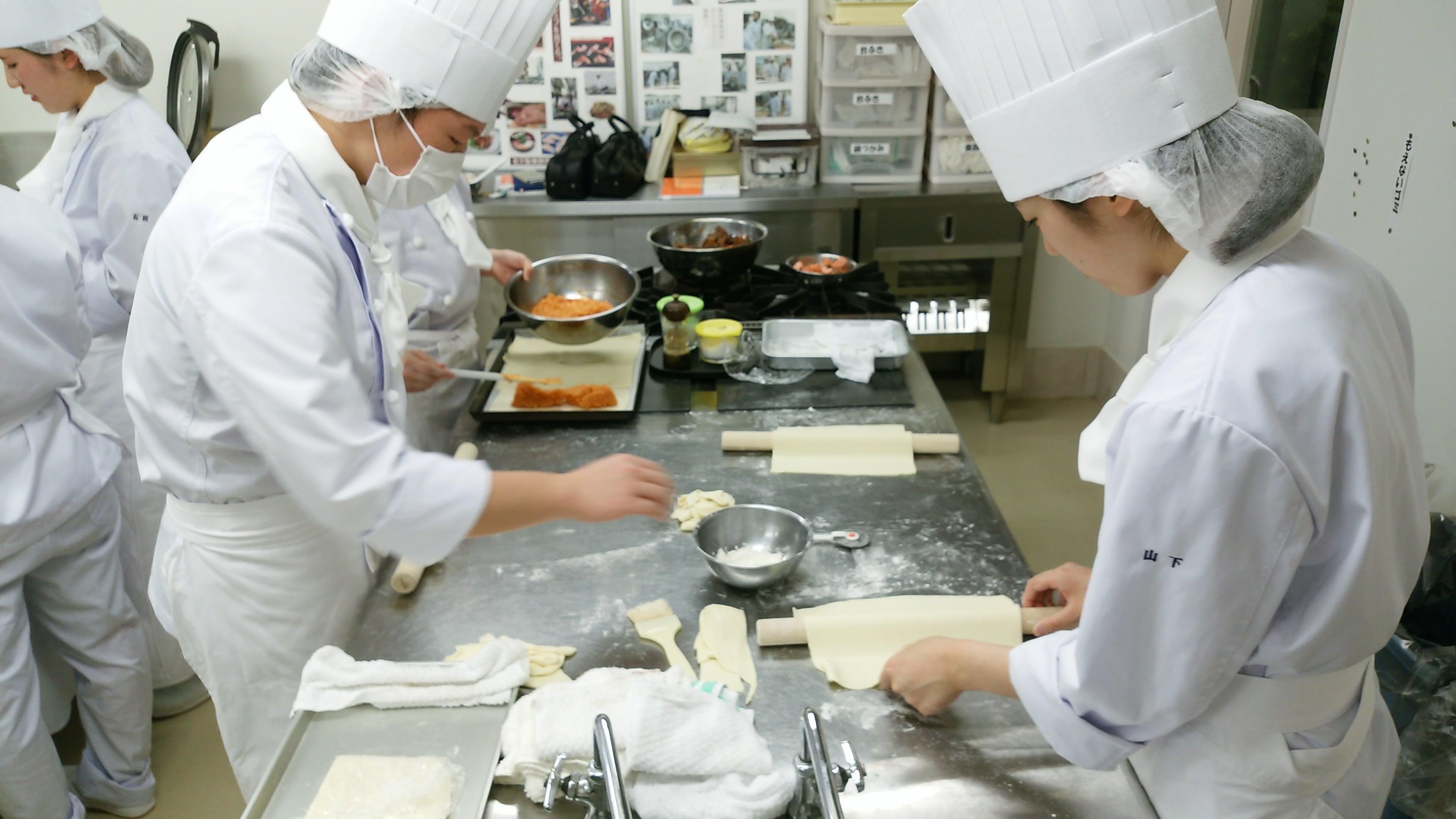 金沢製菓調理専門学校のブログクービアック ドゥ サーモン???