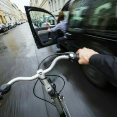 急に車のドアを開けた時の過失は?の記事に添付されている画像