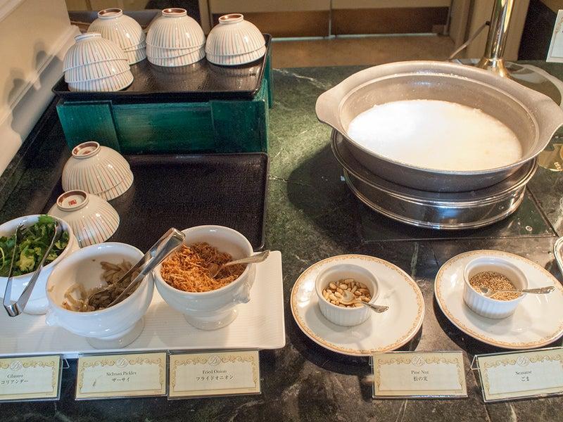 朝食ブッフェの中華粥