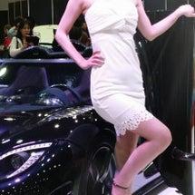 美女とスーパーカー(…