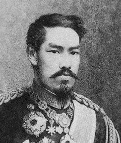 その明治天皇も、元勲たちとの軋轢(一部では脅しまで)の中で、悩みながら自らの「天皇像」を造り上げようとしていた。