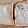 2種類の食パンの画像
