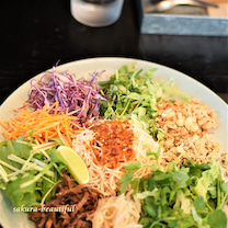 インスタ人気で行列に♥お野菜たっぷりのベトナム料理『ヨヨナム』の記事に添付されている画像