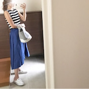 万能なネイビーブルーのカラースカート