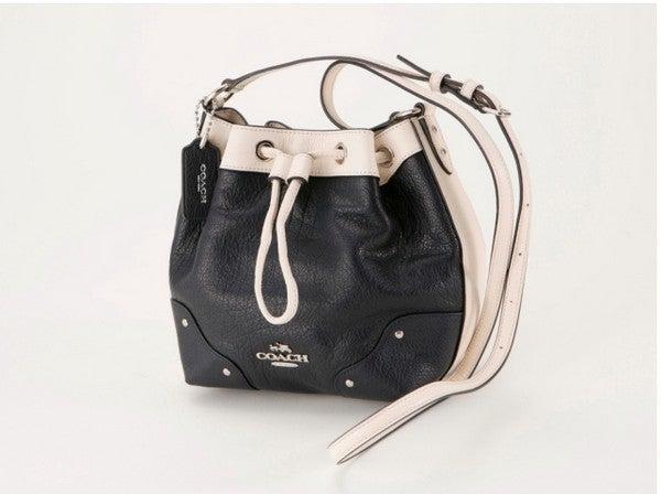 1143d3b58404 コロンとしたフォルムが可愛らしいバケットバッグ(巾着型ショルダーバッグ)は、内側にファスナー付のポケットもあり【COACH】の長財布もしっかり入ります☆