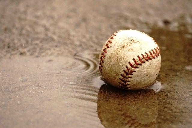 水たまりに落ちたボール