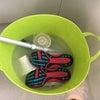 ブクブク仕事〜スニーカーに排水溝パーツにダンナのヘルメットのパーツ。の画像