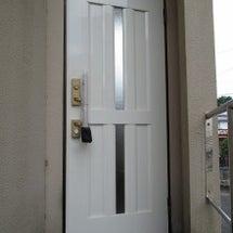 玄関ドアがピカピカに