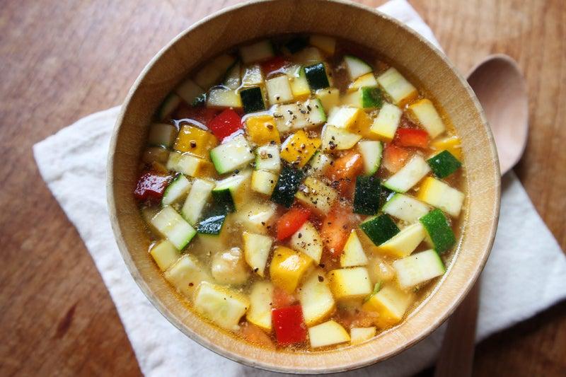 夏野菜たっぷり!パプリカとズッキーニのお味噌汁