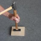 玄能、金槌の柄(木柄)を交換する。古くなった柄や折れた柄を、新しい柄に替えましょう。の記事より