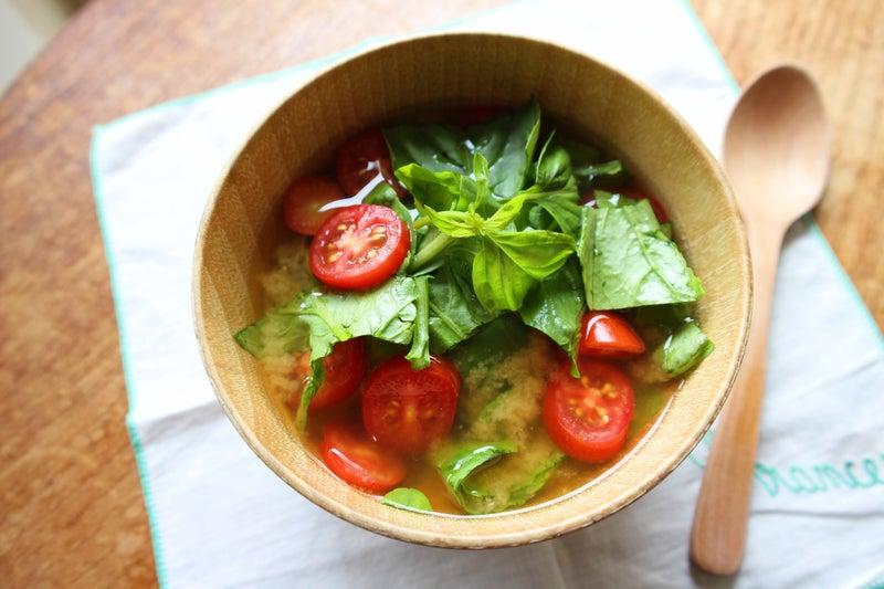 簡単!良い香り!バジルとルッコラとトマトのお味噌汁