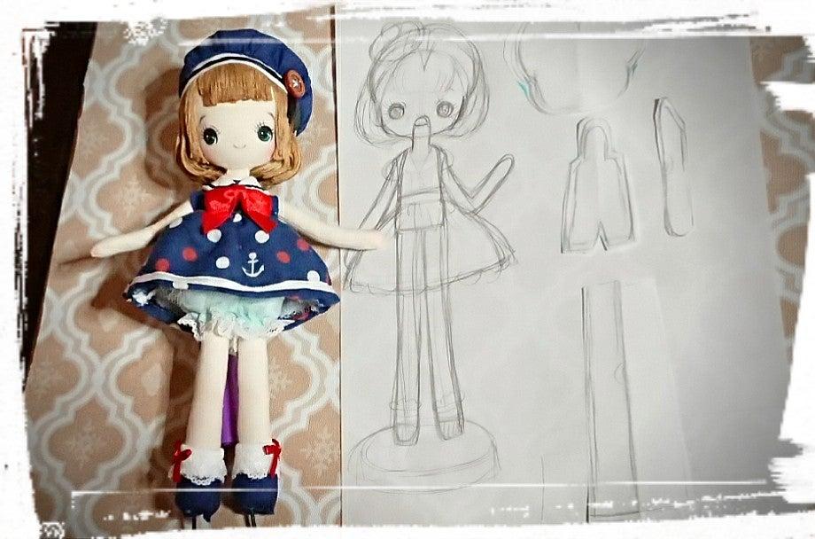 中央の絵が、実物大で描いた「作りたい人形」のイメージ画で、左が出来上がった人形です。